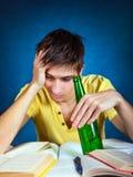 Estudiante con una cerveza Imagen de archivo