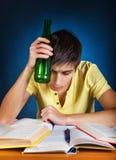 Estudiante con una cerveza Fotos de archivo libres de regalías