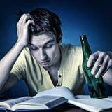 Estudiante con una cerveza Foto de archivo
