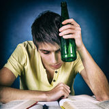 Estudiante con una cerveza Fotografía de archivo libre de regalías