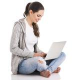 Estudiante con una computadora portátil Fotografía de archivo