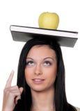 Estudiante con una manzana y cuándo aprender fotografía de archivo