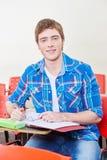 Estudiante confiado que toma notas Foto de archivo