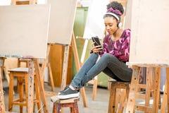 Estudiante creativo en la universidad Foto de archivo