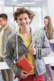 Estudiante de la moda que sonríe en la cámara Fotos de archivo