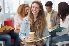 Estudiante de la moda que sonríe en la cámara Imagen de archivo