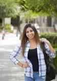 Estudiante de la raza mixta en campus de la escuela Foto de archivo libre de regalías