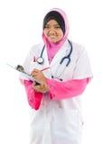 Estudiante de medicina asiático musulmán Foto de archivo libre de regalías