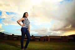 Estudiante del adolescente en césped de la escuela Imagenes de archivo