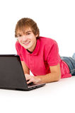 Estudiante del individuo que trabaja en una computadora portátil Fotografía de archivo libre de regalías
