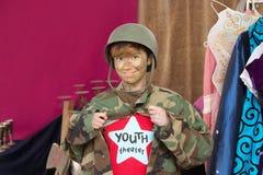 Estudiante del teatro vestido como soldado Fotografía de archivo