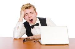 Estudiante elegante que se sienta con el ordenador portátil Foto de archivo