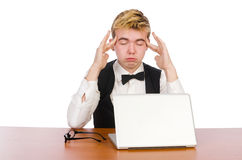 Estudiante elegante que se sienta con el ordenador portátil aislado encendido Fotografía de archivo