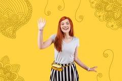 Estudiante emocional que agita su mano mientras que hace frente con a padres Fotografía de archivo libre de regalías