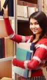 Estudiante en biblioteca Fotografía de archivo