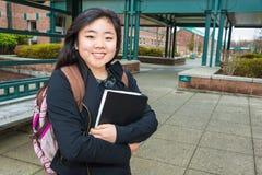 Estudiante en campus Foto de archivo libre de regalías