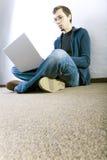 Estudiante en el pasillo Fotos de archivo libres de regalías