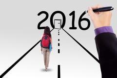 Estudiante en la manera con los números 2016 Imagen de archivo