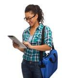 Estudiante en lentes con PC y el bolso de la tableta Foto de archivo libre de regalías