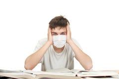 Estudiante en máscara de la gripe Imágenes de archivo libres de regalías