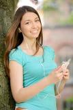 Estudiante en parque Imágenes de archivo libres de regalías