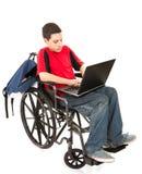 Estudiante en sillón de ruedas con la computadora portátil Fotografía de archivo libre de regalías