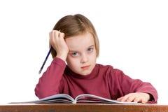 Estudiante en un escritorio de la escuela Fotografía de archivo libre de regalías