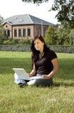 Estudiante en un parque Fotos de archivo libres de regalías