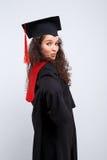 Estudiante en vestido de la graduación Fotos de archivo