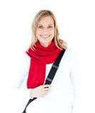 Estudiante encantado con la bufanda que sonríe en la cámara Fotos de archivo