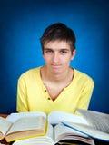 Estudiante enfadado con libros Imágenes de archivo libres de regalías