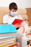 Estudiante enfermo con libros Fotos de archivo libres de regalías