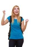 Estudiante feliz casual de la muchacha con el bolso que muestra la muestra de la mano del éxito Fotos de archivo libres de regalías