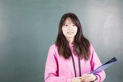 Estudiante feliz con los apoyos Foto de archivo