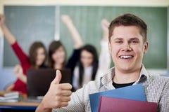 Estudiante feliz que muestra OK Imagenes de archivo