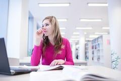 Estudiante femenino con la computadora portátil y los libros Fotografía de archivo libre de regalías