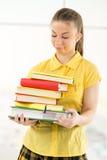 Estudiante femenino con los libros Foto de archivo