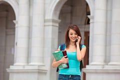 Estudiante femenino en el teléfono celular Imagen de archivo libre de regalías