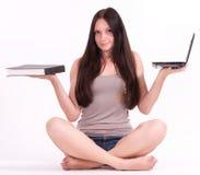 Estudiante femenino joven con el ordenador y el libro Imagen de archivo libre de regalías