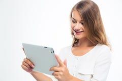 Estudiante femenino que usa el ordenador de la tablilla Fotografía de archivo libre de regalías