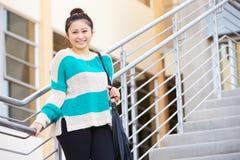 Estudiante femenino Standing Outside Building de la High School secundaria Foto de archivo libre de regalías