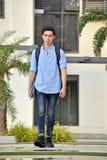 Estudiante filipino Walking del muchacho de la universidad triste imagen de archivo libre de regalías