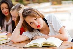 Estudiante frustrado antes de exámenes Imagen de archivo libre de regalías