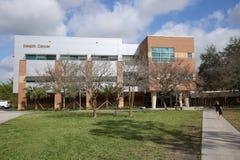 Estudiante Health y edificio de la farmacia en UCF en Orlando Imagen de archivo libre de regalías