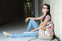 Estudiante hermoso joven en la universidad Imágenes de archivo libres de regalías