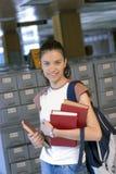 Estudiante hermoso joven en universidad Imagen de archivo libre de regalías