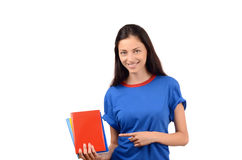 Estudiante hermoso que señala a la cubierta de libro roja en blanco. Fotografía de archivo