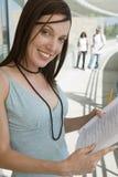Estudiante Holding Book Imagenes de archivo