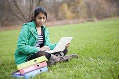 Estudiante indio en al aire libre Imagenes de archivo