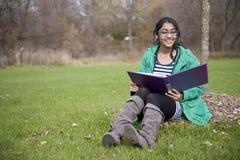 Estudiante indio en al aire libre Foto de archivo libre de regalías